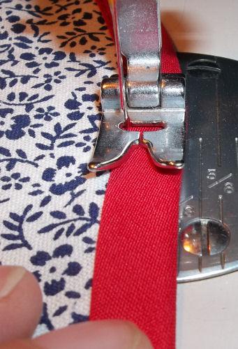 Sewing binding trim close to the edge on button bonnet brim edge