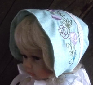 Embroidered baby bonnet with roses-front